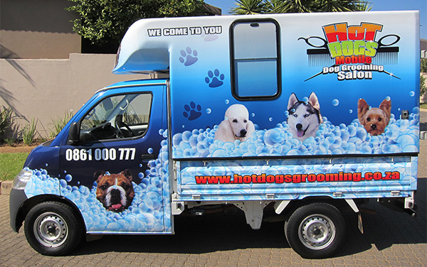 Mobile dog grooming salon Glenferness